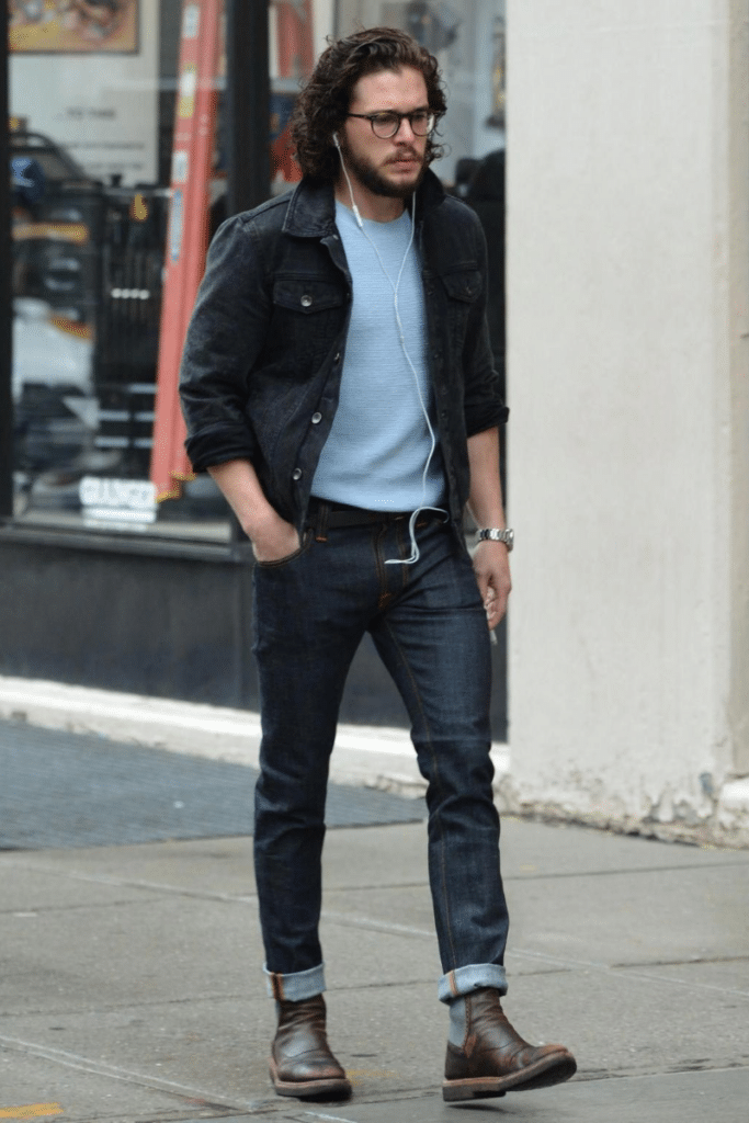 john snow wearing jeans and chelsea boots