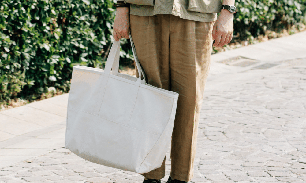 street style man holding tote bag